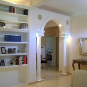 Progetto relooking della zona living: la libreria scultorea in cartongesso a Livorno (LI)