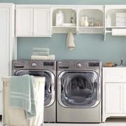 locale lavanderia con asciugatrice