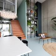 Loft moderno con soppalco