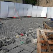 pavimento in cubetti e lastre di basalto