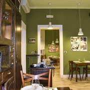 Relooking di ristorante rustico-chic verde oliva