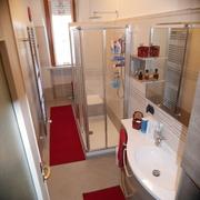 Rifacimento bagno, rivestimenti e pavimentazione.