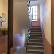 Ritinteggiatura e decorazione interno scala condominiale a Torino