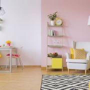 rosa e parquet chiaro