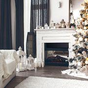 Salotto con addobbi natalizi