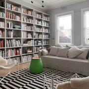 Salotto con libreria