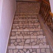scala che ricrea l'effetto delle antiche scale di paese