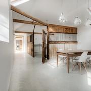Trasformazione di una scuderia in abitazione
