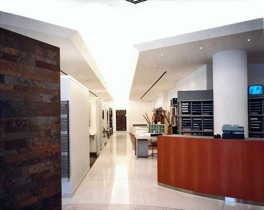 Progetto allestimento showroom bagno design idee - Allestimento bagno ...