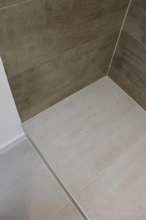 Bagno ragazzi - particolare doccia a pavimento