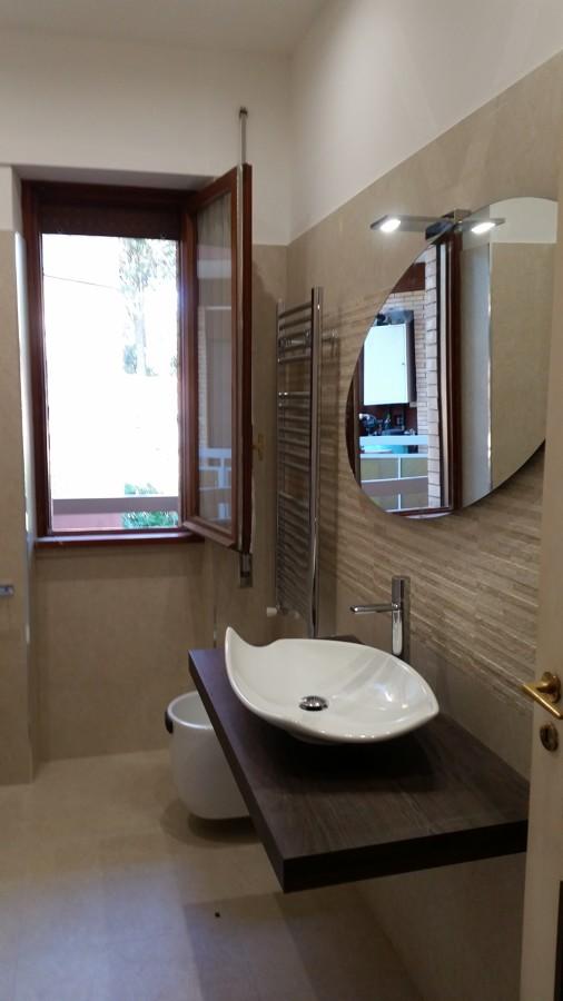 Ristrutturazione di un bagno in via galli roma rm idee costruzione bagno - Costruzione bagno ...