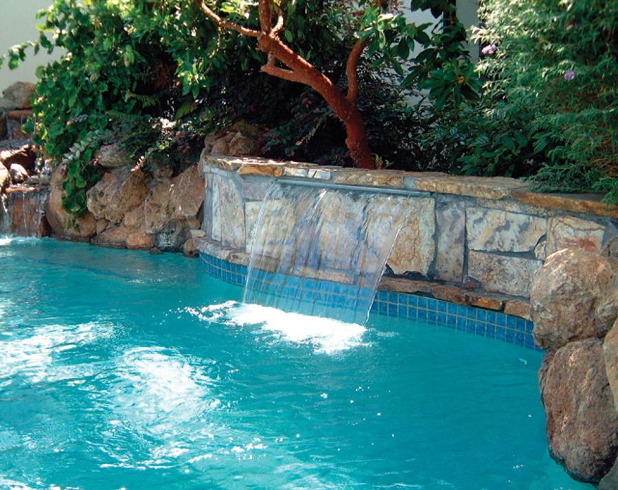 Idee d 39 arredo fontane e cascate per piscine idee - Cascate per piscine ...