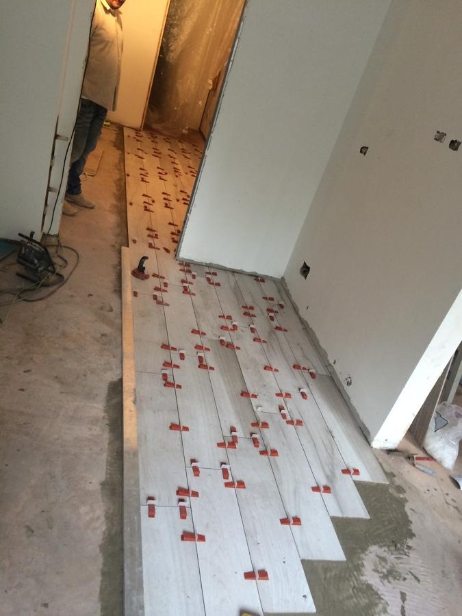 Posa pavimento idee ristrutturazione casa for Pavimento senza fughe