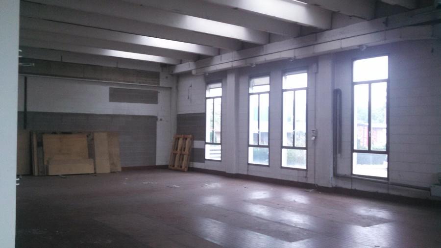 Ristrutturazione completa di capannone ad uso commerciale for Fai il capannone
