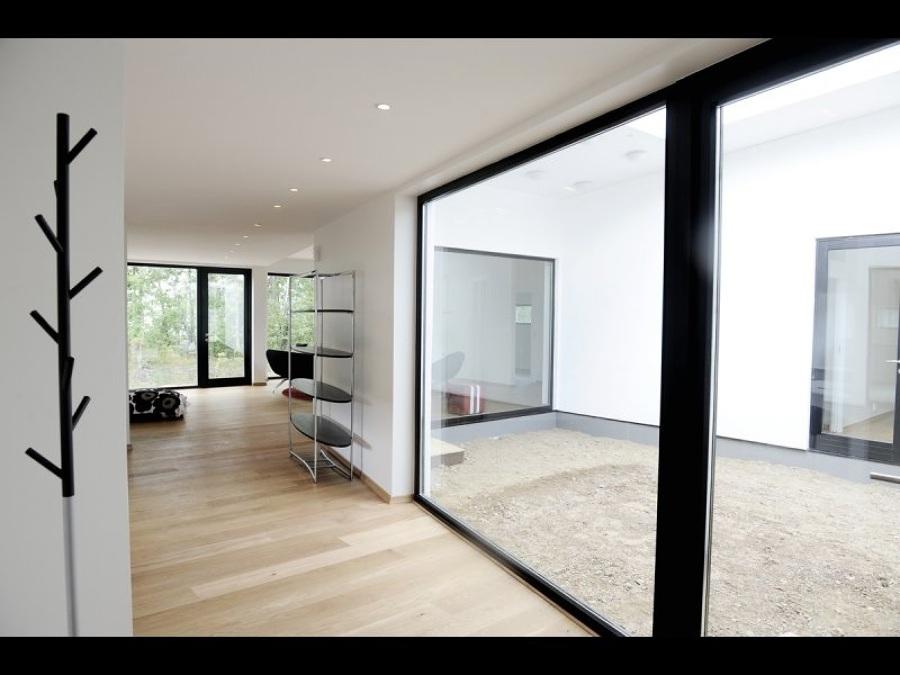Ampi spazi vetrati massima luce