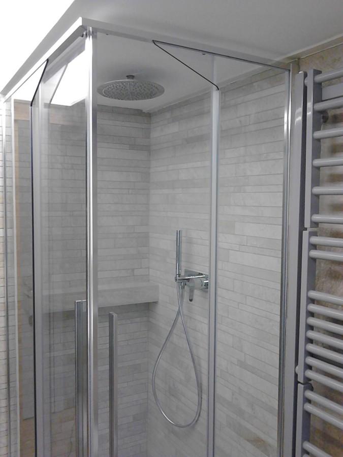 Angolo doccia con mosaico