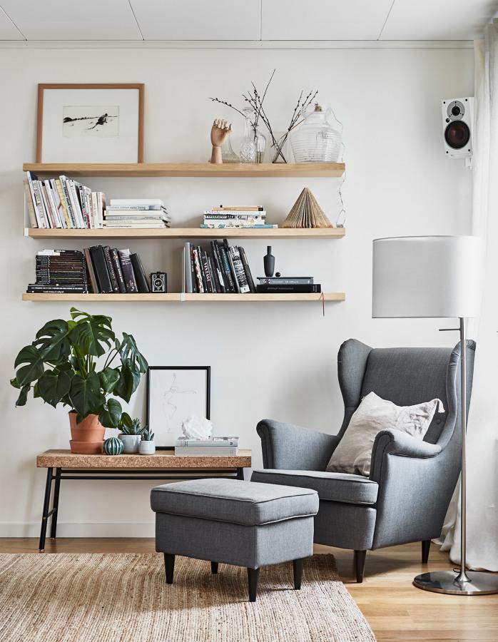 Foto angolo lettura con mensole di rossella cristofaro - Ikea padova angolo occasioni ...