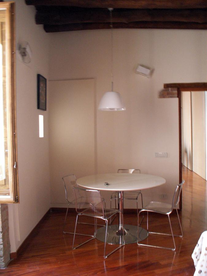 Progetto ristrutturazione di appartamento in edificio for Tavolo pranzo tondo