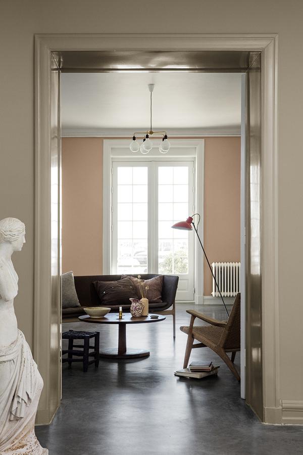 Appartamento in stile classico con pavimento in resina