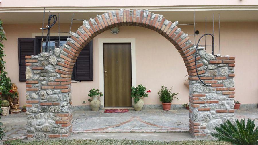 Realizziamo archi di misto pietra e mattoni idee for Arco in mattoni a vista