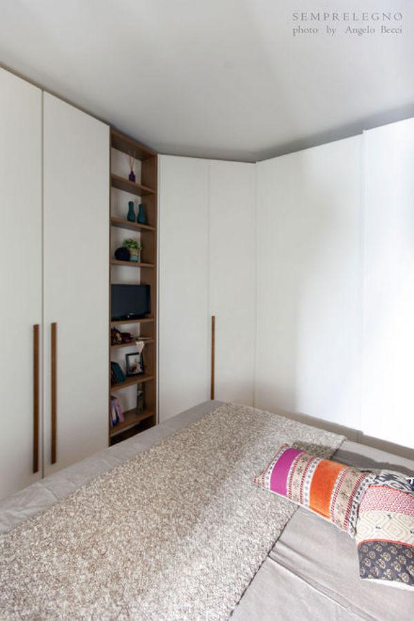 Armadio angolare fatto su misura per camera da letto in stile contemporaneo