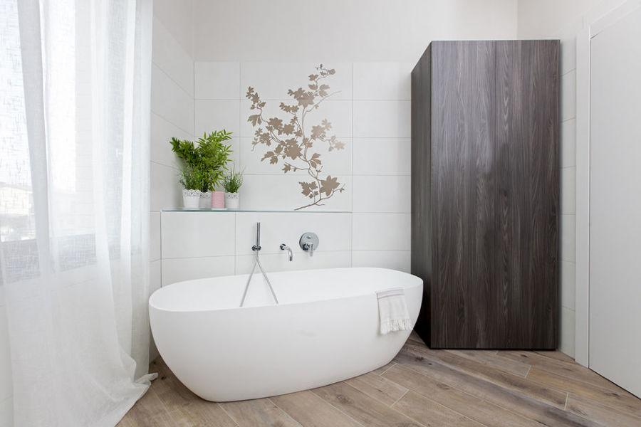armadio contenitore su misura per bagno padronale