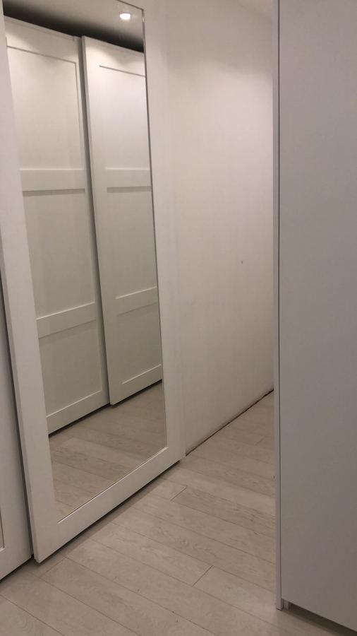 Armadio scorrevole su misura con specchio