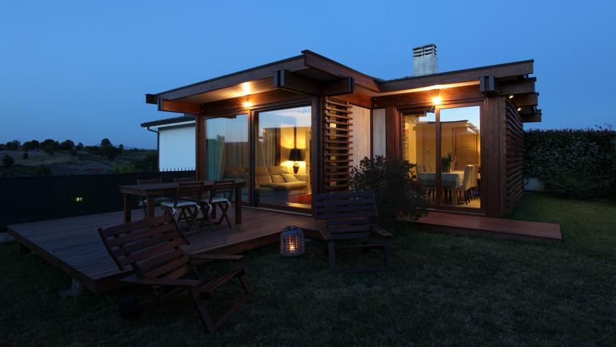 Progetto armonia contemporanea di un ampliamento abitativo in legno idee costruzione case - Ampliamento casa con veranda ...