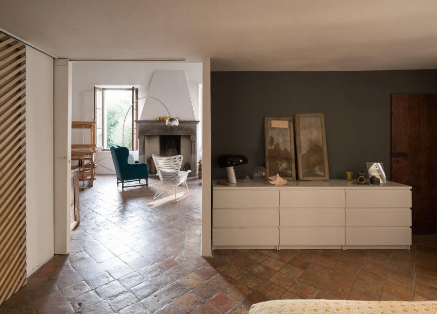 Da villa storica a loft moderno in quel di pesaro idee for Arredamento design low cost