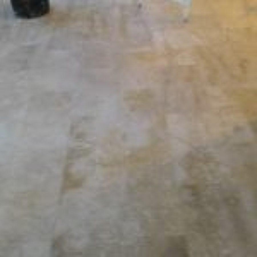 Arrotatura del pavimento dopo la asciugatura del cemento