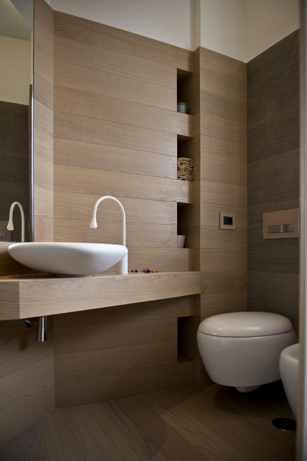 Spazi flessibili per un attico di 70 mq idee - Bagno elegante moderno ...