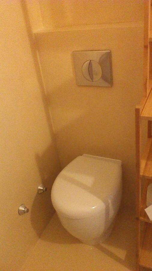Ristrutturazione di appartamento di mq 100 idee - Camera con bagno ...