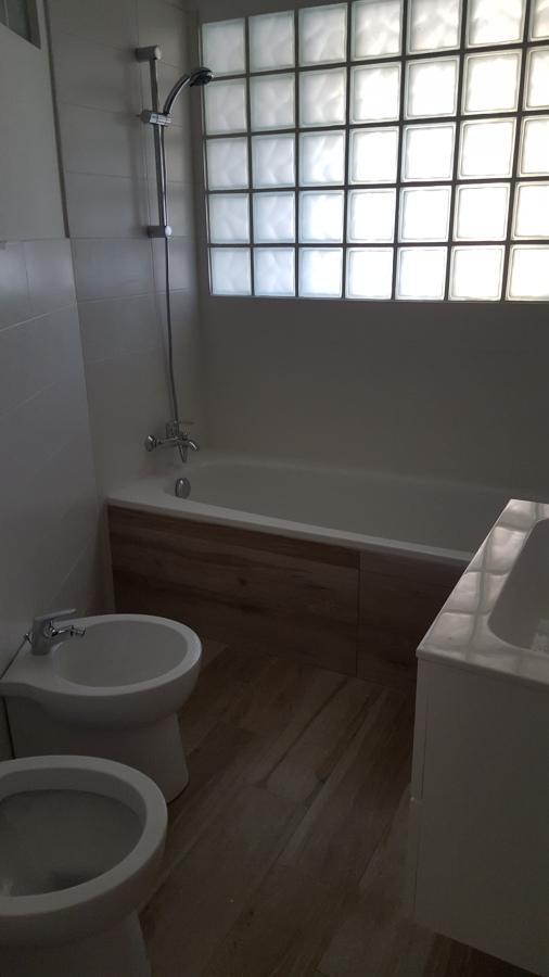 Foto bagno cieco illuminato con parete in vetrocemento di - Aeratore per bagno cieco ...