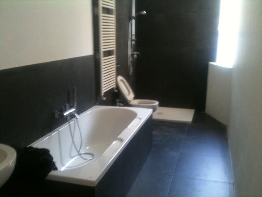 Foto bagno completo con vasca e doccia di ms impresa srl - Bagno piccolo con doccia ...