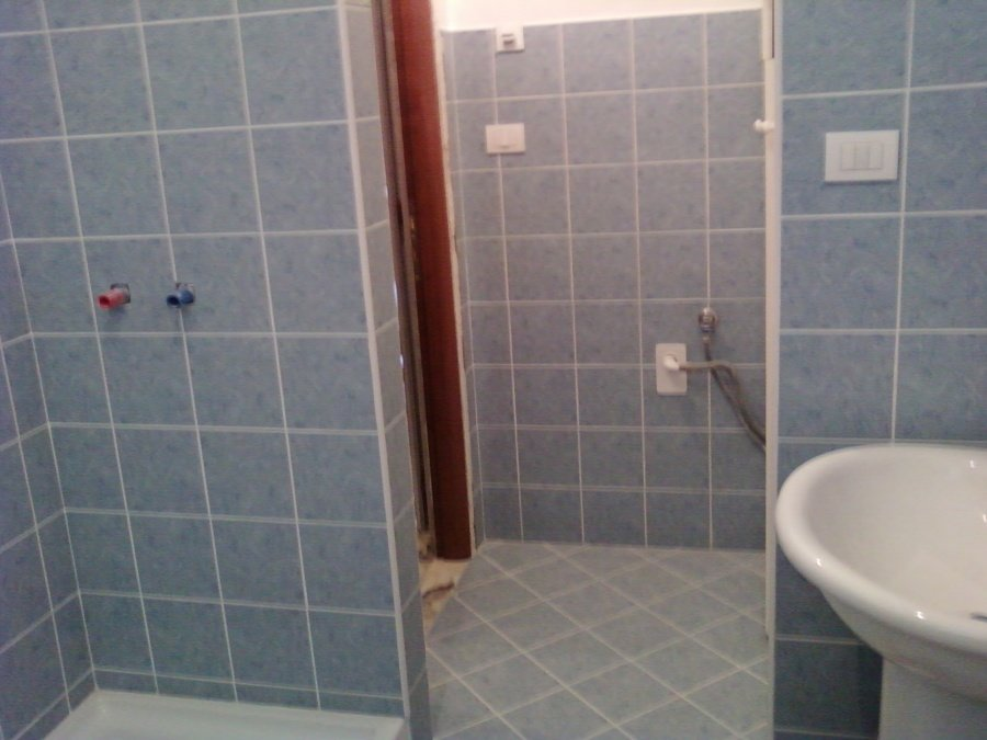 Foto bagno completo di ristrutturazioni edili perticone - Resina bagno costi ...