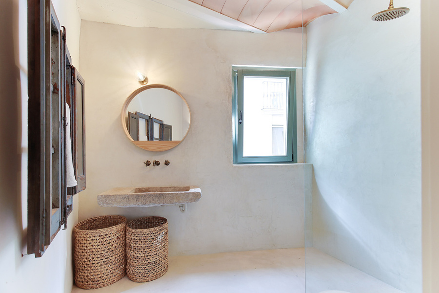 Resina pietra e cementine per un appartamento super accogliente idee ristrutturazione casa - Lavabo pietra bagno ...