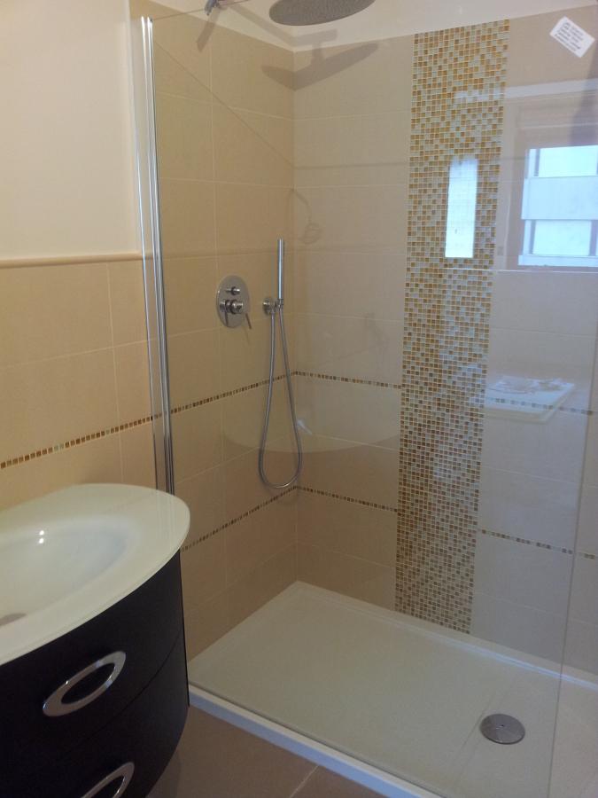 Foto bagno con mosaico in doccia di mario 290129 - Come rivestire il bagno ...