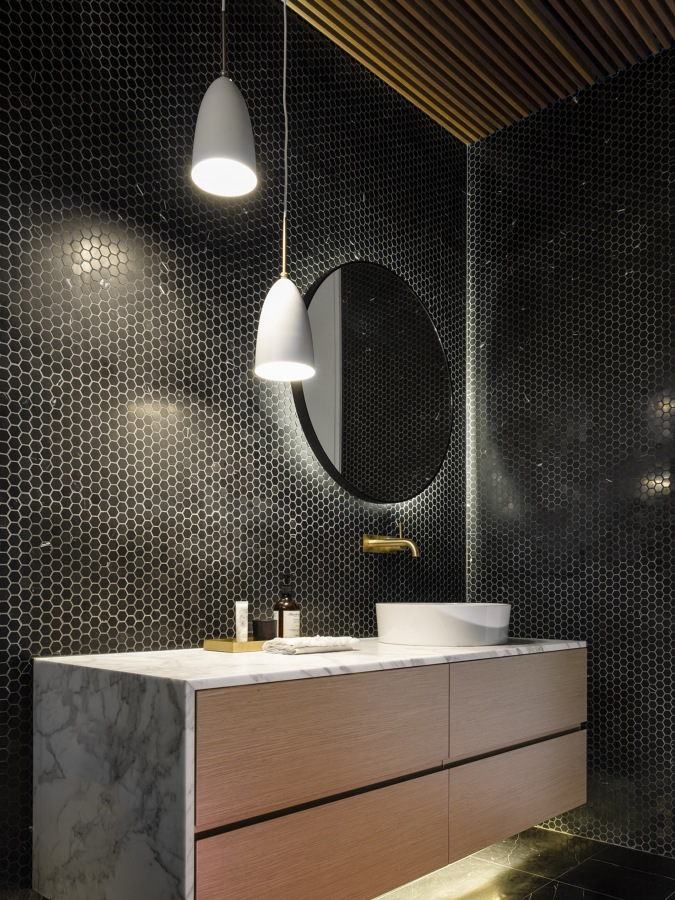 Bagno con mosaico nero