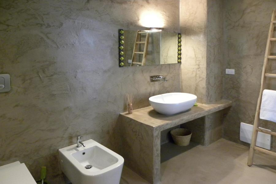 Bagno con pareti e pavimento in tadelakt with pareti bagno - Smalto per pareti bagno ...