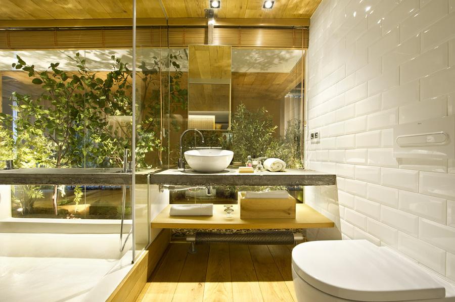 Bagno con piante