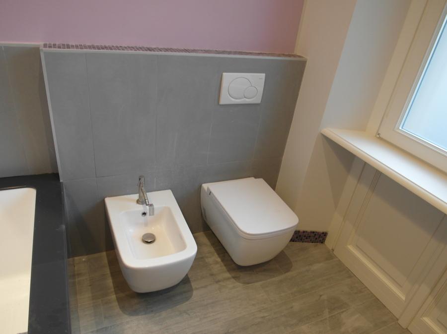 Foto bagno con servizi sospesi di symmetria 281720 for Servizi bagno