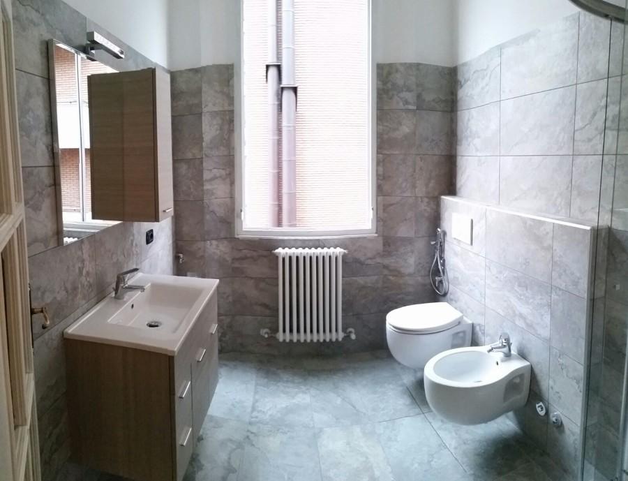 Foto bagno raffaele rstrutturato in 6 giorni idee ristrutturazione bagni - Frontline dopo bagno ...