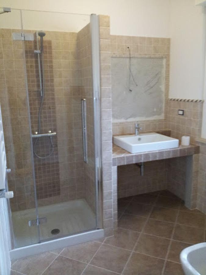 Stunning bagni mosaico muratura bagni rustici in muratura for Arredo bagno in muratura