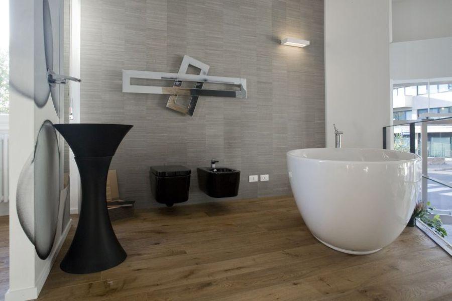 Foto bagno legno e carta da parati di atrio casa - Carta da parati bagno ...