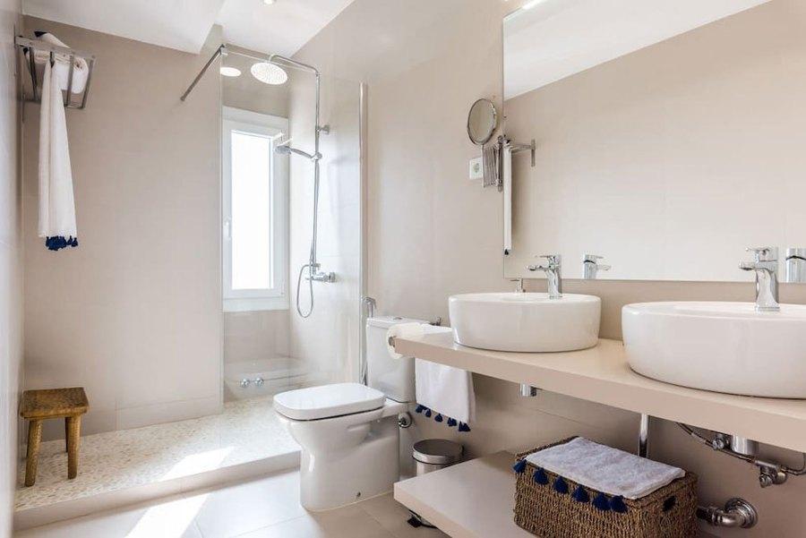 Foto: Bagno Moderno con doppio Lavabo di Rossella Cristofaro #569129 ...