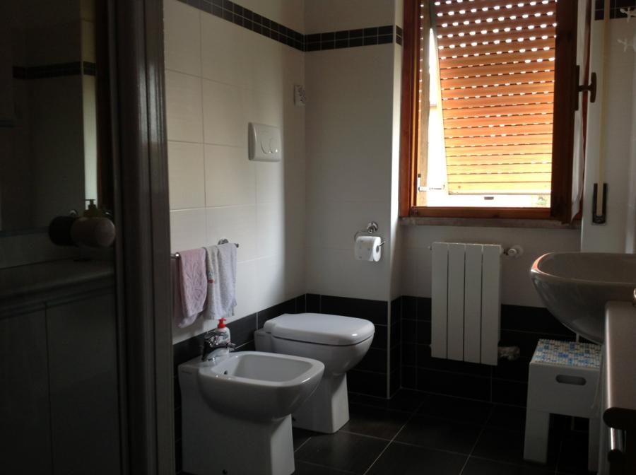 Progetto ristrutturazione di due bagni idee for Progetti bagni moderni