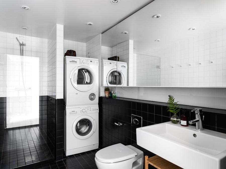 Foto bagno nero e bianco con lavatrice di manuela - Bagno bianco e nero ...