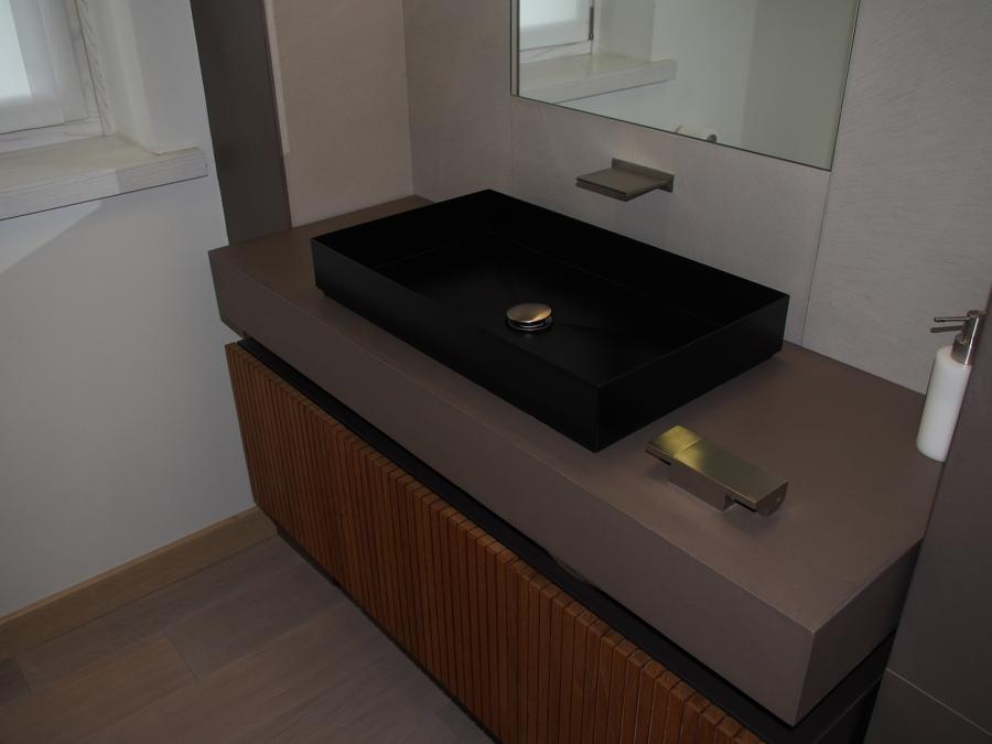 Foto Bagno Ospiti Piano In Resina Di Restyling Home