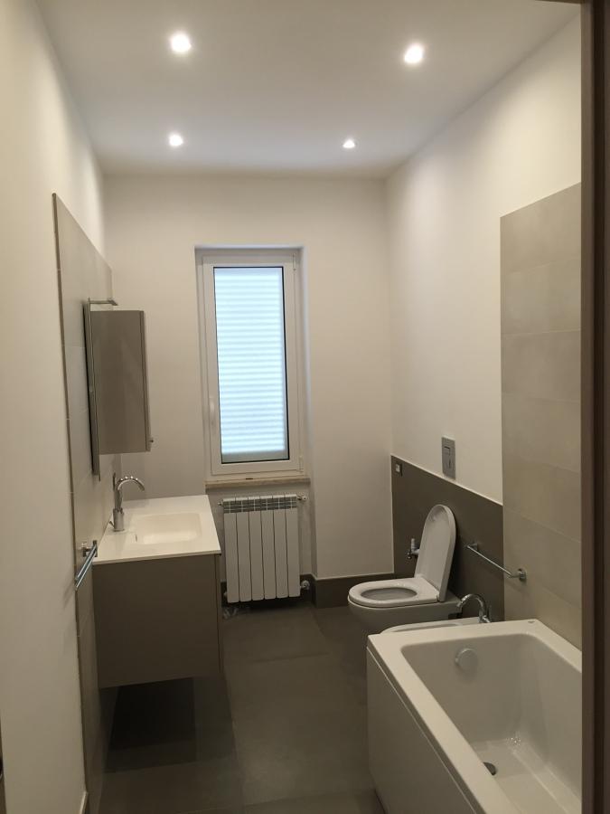 Ristrutturazione appartamento 100 mq zona eur idee - Bagno padronale ...