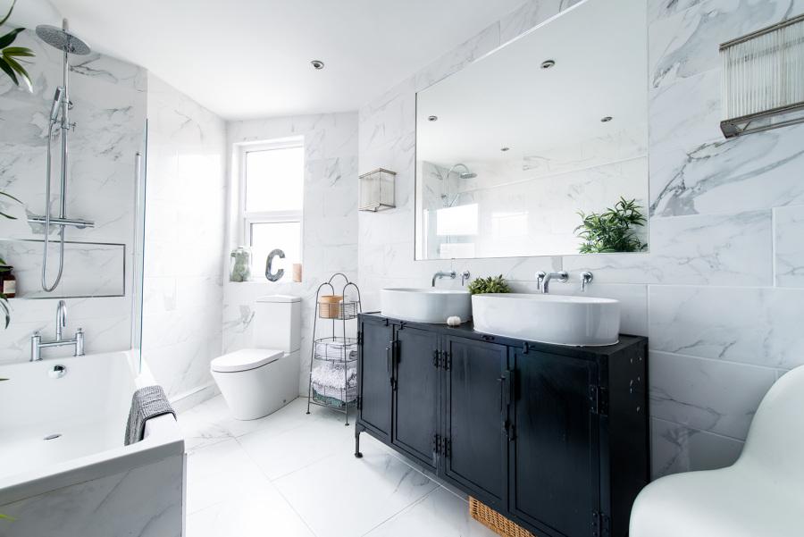 Bagno pareti marmo
